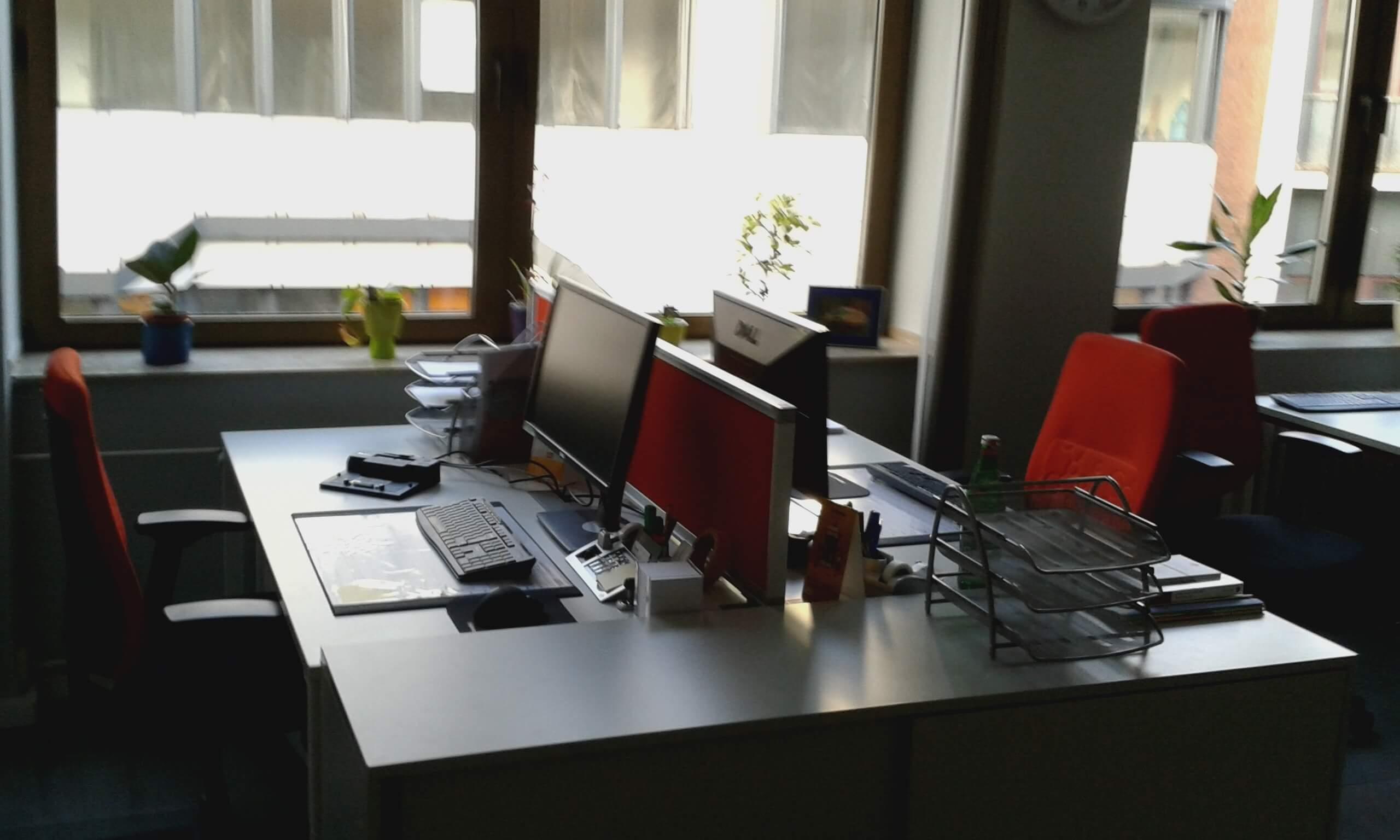 Doppelarbeitsplatz der IFAK ausgestattet von idealbüro GmbH