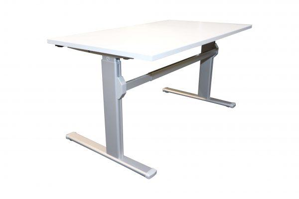 Actiforce Schreibtisch lichtgrau elektrisch höhenverstellbar runtergefahren Schrägansicht