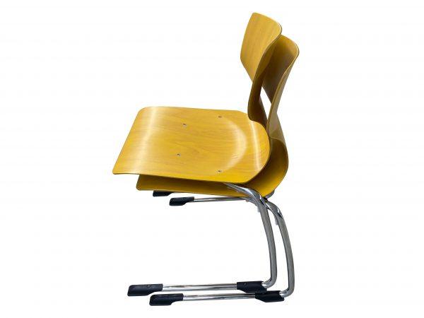 Ass 7811 Stapelstuhl Schulungsstuhl gelb Größe 6 Baujahr 2019 gestapelt