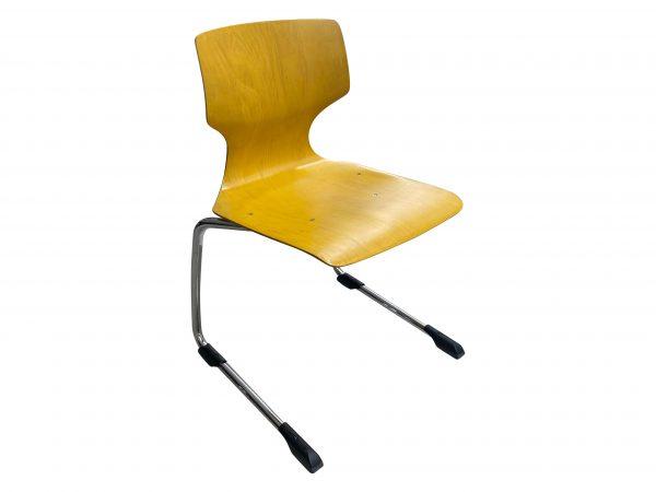 Ass 7811 Stapelstuhl Schulungsstuhl gelb Größe 6 Baujahr 2019 Schrägansicht