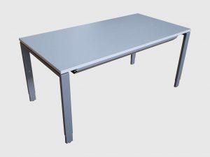 Assmann 4-Fuß Schreibtisch weiß 2 Größen Schrägansicht