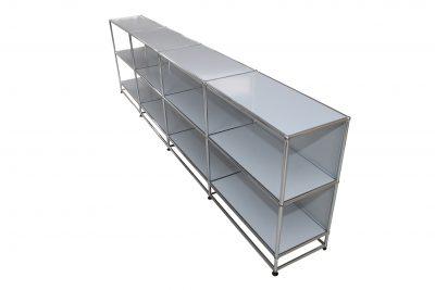 Schritt 6 im Aufbau eines USM Haller Sideboards. Alle Böden und Rückwandbleche sind eingesetzt.