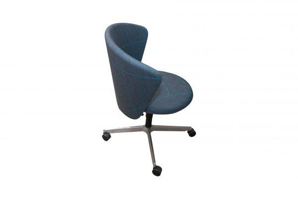bene Bay Chair blau gemustert seitlich