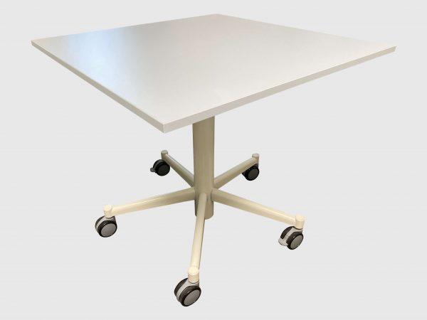 Bene Besprechungstisch arcticwhite Steh-Sitz 80x80 cm runtergefahren Schrägansicht