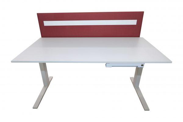 Bene Schreibtisch komplett weiss mit Trennwand vorderansicht