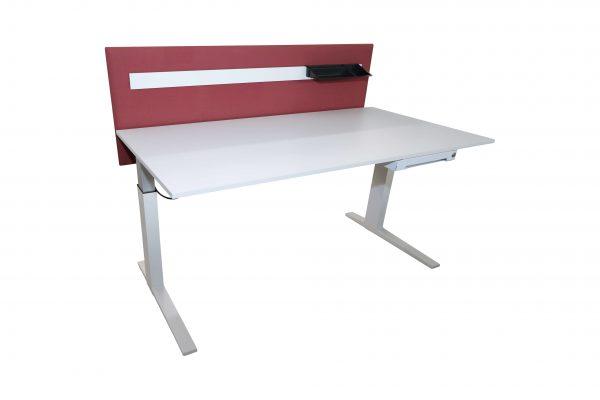 Bene Schreibtisch komplett weiss mit Trennwand schraegansicht vorne