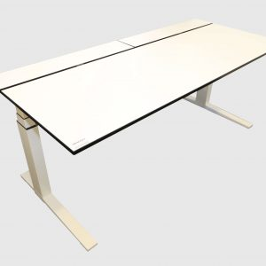Bene T-Lift Schreibtisch 180x80 cm weiß elektrisch höhenverstellbar frontal