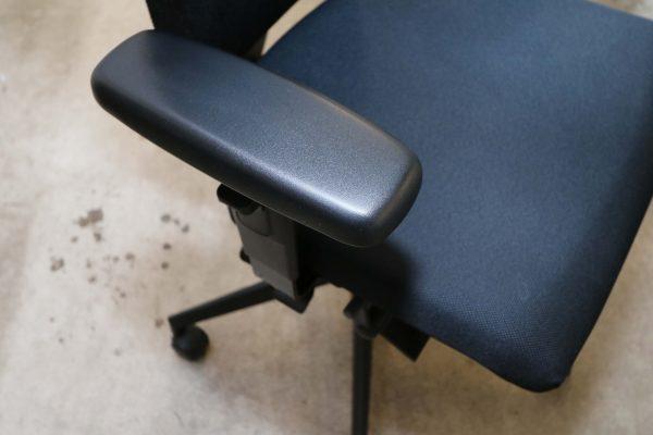 Blaha Twist Bürodrehstuhl mit Synchronmechanik schwarz Armlehne