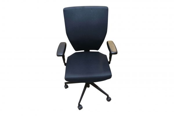 Blaha Twist Bürodrehstuhl mit Synchronmechanik schwarz Frontal