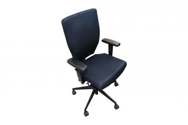 Blaha Twist Bürodrehstuhl mit Synchronmechanik schwarz Schräg