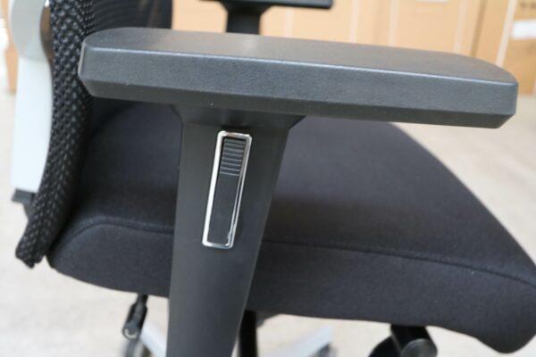 Dauphin Bürodrehstuhl mit Netzrücken Schwarz Armlehne