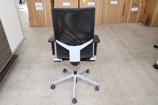 Dauphin Bürodrehstuhl mit Netzrücken Schwarz Rückansicht