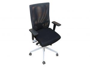 Dauphin Bürodrehstuhl mit Netzrücken Schwarz Schrägansicht