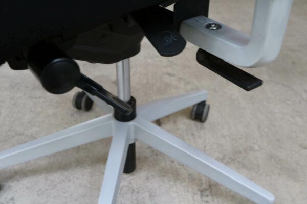 Dauphin Bürodrehstuhl mit Netzrücken Schwarz Stuhlkreuz