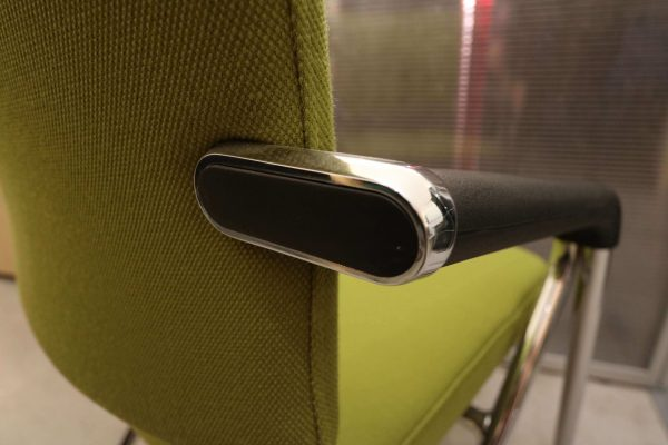 dauphin-klappstuhl-gruen-rollbar-2-stueck-im-paket-detail-armlehne
