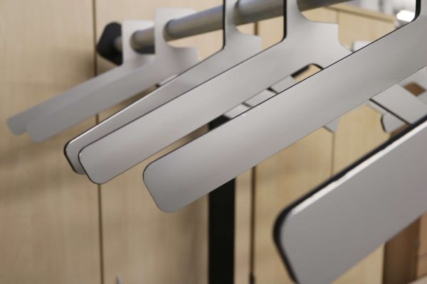 Design Garderobe mattschwarz Alu Detail 1