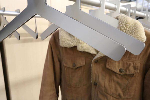 Design Garderobe mattschwarz Alu Detail 2