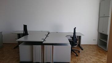 Tische der idealbüro bei den edelhelfern