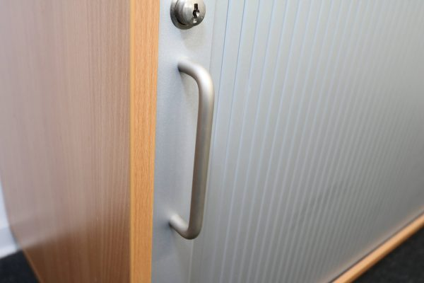 Fleischer Querrollsideboard Detail Griff und Dekor