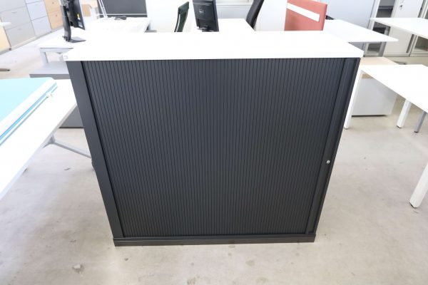 FM Büromöbel Highboard anthrazit Deckseite wählbar - weiß Frontalaufnahme