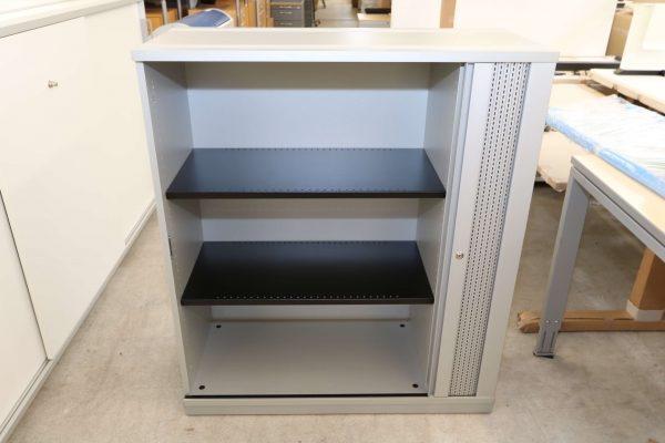 Gesika Sideboard mit Akustikquerrollo grau 3 OH geöffnet