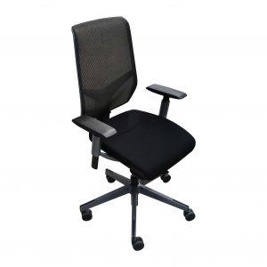Giroflex 68 Netzrücken-Bürodrehstuhl schwarz Schrägansicht
