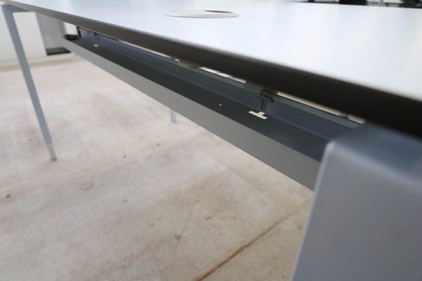 Hali Komplettarbeitsplatz arcticwhite Tisch Kabeldurchlass