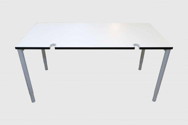 Hali Schreibtisch weiß mit schwarzer Kante 160x80 cm Frontalansicht