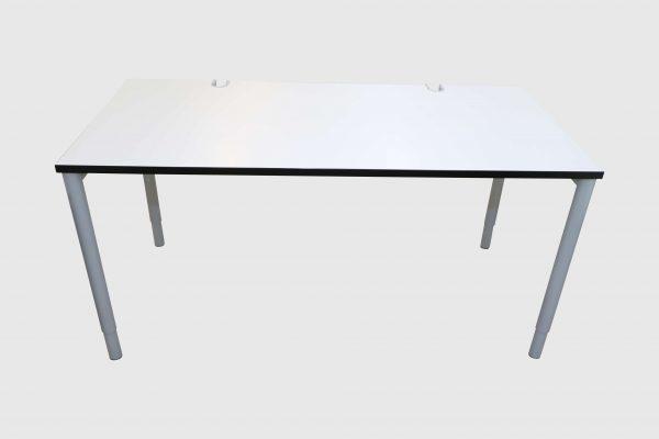 Hali Schreibtisch weiß mit schwarzer Kante 160x80 cm Rückansicht