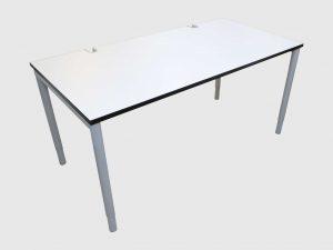 Hali Schreibtisch weiß mit schwarzer Kante 160x80 cm Schrägansicht