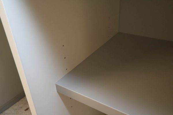 Hali Sideboard weiß schwarze Kante 2OH 120 cm Fachboden