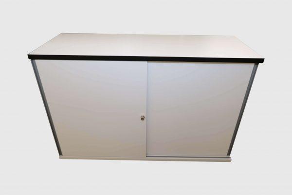 Hali Sideboard weiß schwarze Kante 2OH 120 cm Frontalansicht