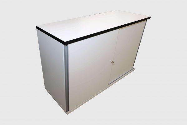 Hali Sideboard weiß schwarze Kante 2OH 120 cm Schrägansicht