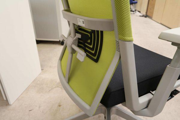Haworth Comforto 59 Drehstuhl mit Netzrücken schwarz grün Detail Rahmen