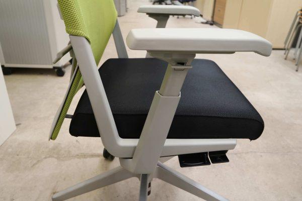 Haworth Comforto 59 Drehstuhl mit Netzrücken schwarz grün Armlehne