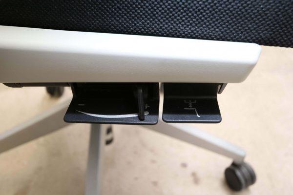 Haworth Comforto 59 Drehstuhl mit Netzrücken schwarz grün Funktionshebel