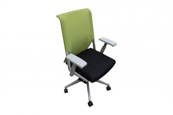Haworth Comforto 59 Drehstuhl mit Netzrücken schwarz grün leicht schräge Ansicht