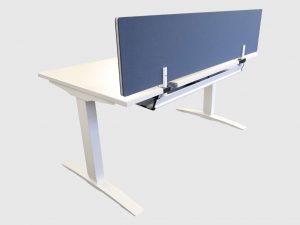 Haworth Homeoffice Schreibtisch weiß elektrisch höhenverstellbar 140 cm runtergefahren Schrägansicht
