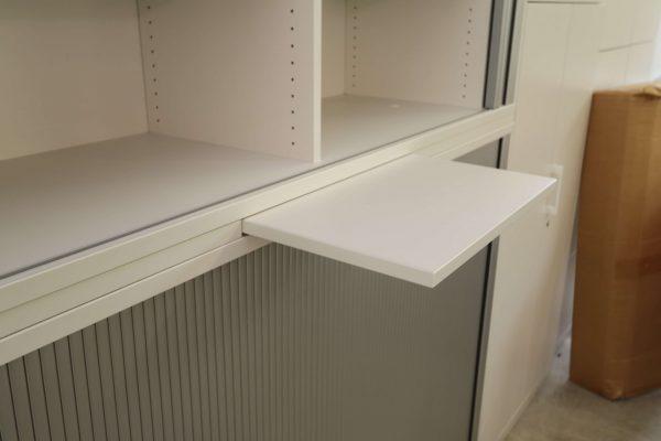Haworth Schrank weiß-silbergrau verschiedene Größen und Breiten Detailaufnahme vom Auszug