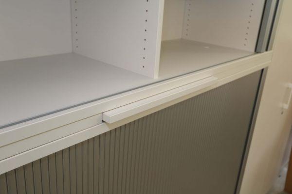 Haworth Schrank weiß-silbergrau verschiedene Größen und Breiten Nahaufnahme
