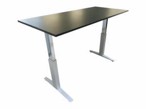 Haworth Schreibtisch schwarz hydraulisch höhenverstellbar hochgefahren Schrägansicht