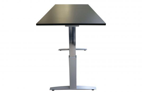 Haworth Schreibtisch schwarz hydraulisch höhenverstellbar hochgefahren Seitenansicht