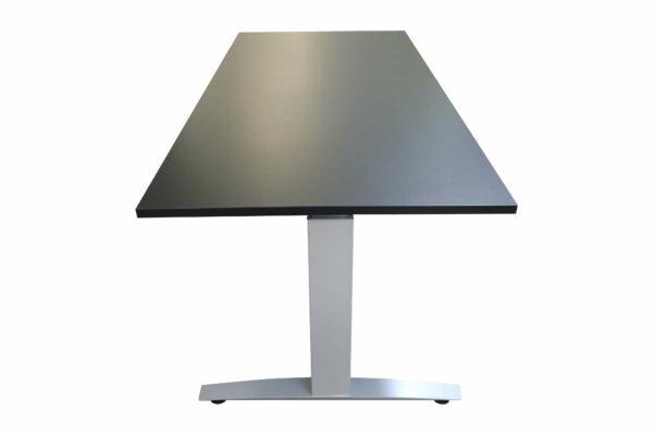 Haworth Schreibtisch schwarz hydraulisch höhenverstellbar runtergefahren SeitenansichtFrontalansicht