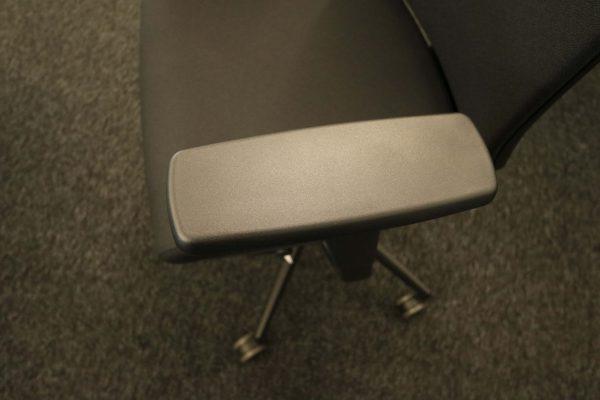 ib Business - ergonomischer Bürostuhl mit schwarzem Stuhlkreuz Armlehne