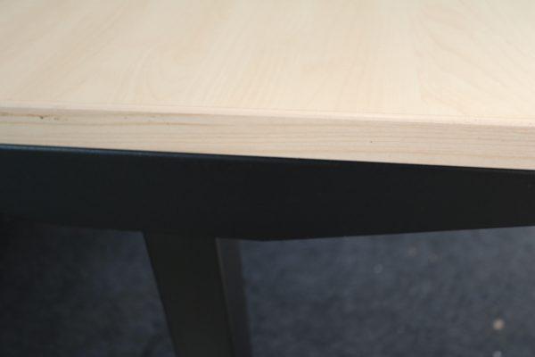 ib Lift elektrisch höhenverstellbarer Tisch Ahorndekor Kantenansicht