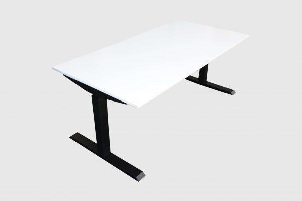 ib Lift elektrisch höhenverstellbarer Tisch runtergefahren weiss Schrägansicht