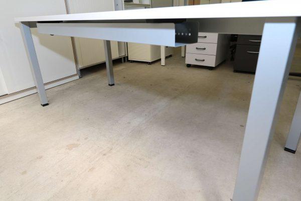 ib Multisize Rechtecktisch Weiß mit quadratischen Tischbein Nahaufnahme