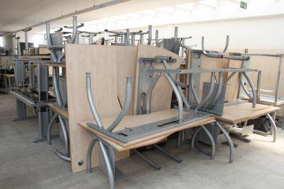 Ein Teil das Tischbereiches im Lager der idealbüro GmbH