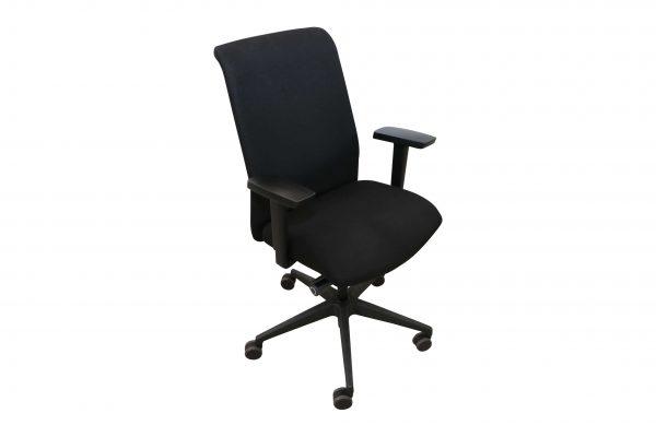 Interstuhl Bürodrehstuhl schwarz in freigestellter Darstellung