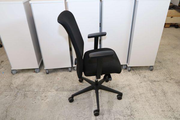 Interstuhl Bürodrehstuhl schwarz Sicht von der Seite
